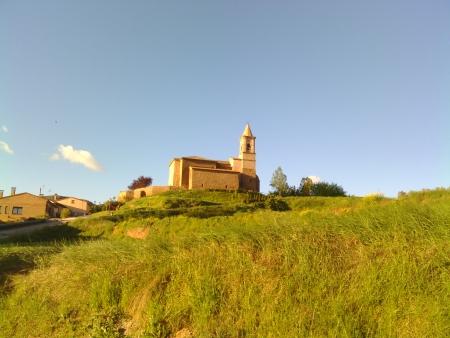 La chiesa di Ventosa stamattina presto con il cielo azzurro.