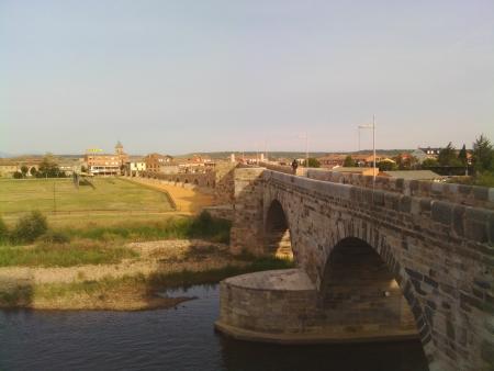 Dopo tanta strada una bella foto del ponte in Hospital de Abrigo, lungo il cammino