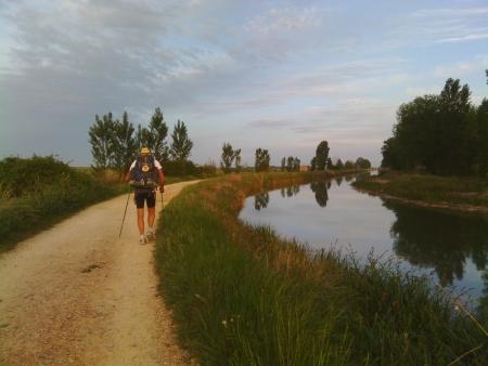 Inizio cammino lungo il canale