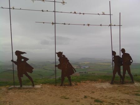 Alto del perdon, statua caravana pellegrini