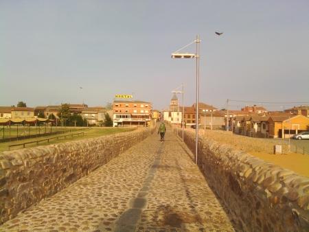 Attraversando il ponte in Hospital de Abrigo, lungo il cammino