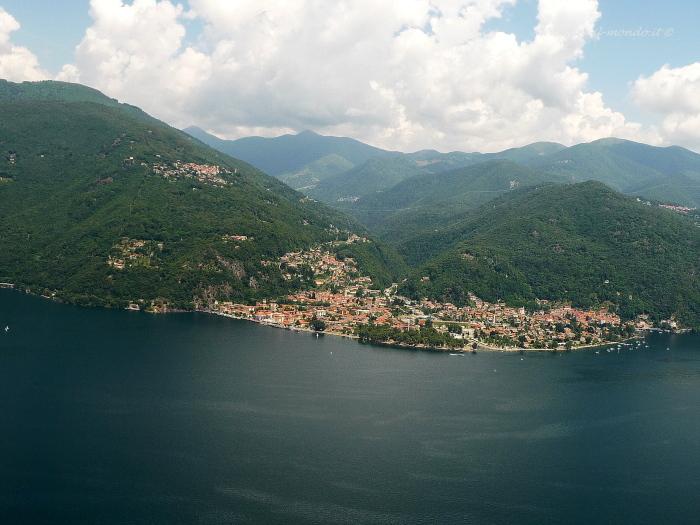 http://www.per-il-mondo.it/gallerie-fotografiche/italia/lago-maggiore-dal-cielo/slides/maccagno.JPG