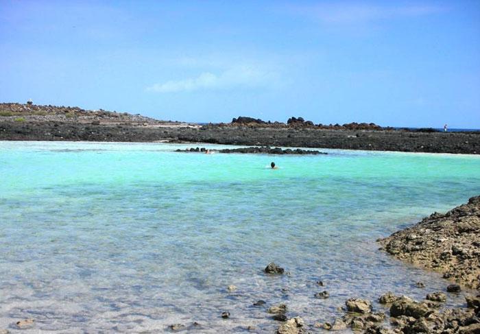 Caletta con mare stupendo, isola di Lobos