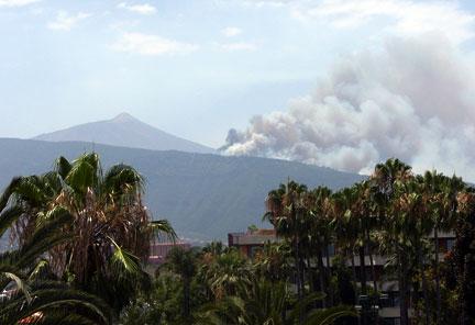 Incendio a Tenerife visto da Puerto de la Cruz