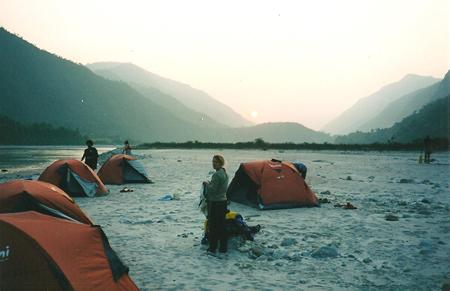 Campo sul fiume Tamur - Nepal